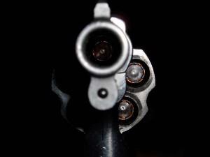 Niño de 8 años se dispara a la cabeza con revolver