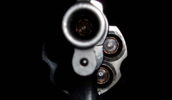 Muere niño que se disparó a la cabeza