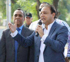 Abel dice haitianos ilegales invaden plazas y parques de Santiago
