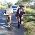 Peregrinos siguen marcha a pie tras despojarlos de burros