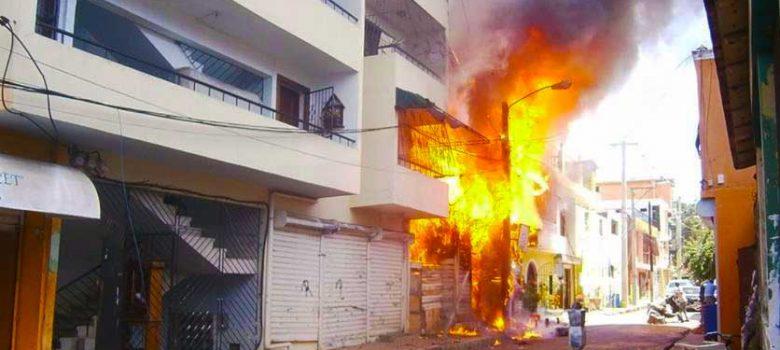Fuego quema por completo casa y ajuares