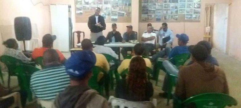 Migración se reúne con productores de banano de Montecristi