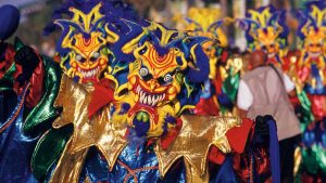 Rechazan sentencia prohibe tarimas y cuevas carnaval de La Vega
