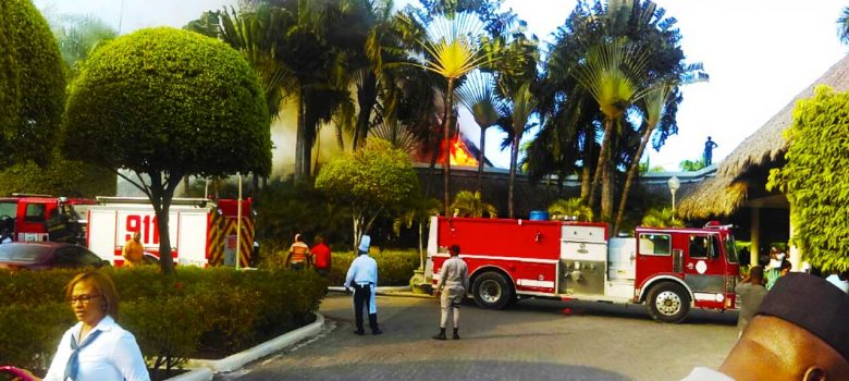 Fuego afecta techo de cana hotel Iberostar Costa Dorada