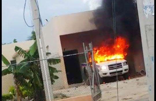 Queman camioneta de la PN en Laguna Salada en protesta por muerte