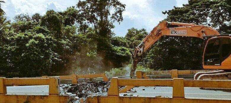 MOPC inicia demolición del puente Burende, en La Vega