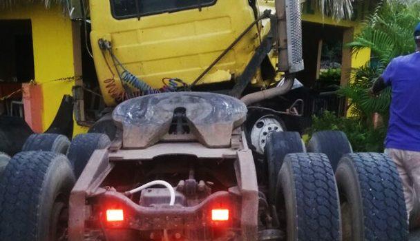 Cuatro muertos accidente cabezote y motocicleta en Montecristi