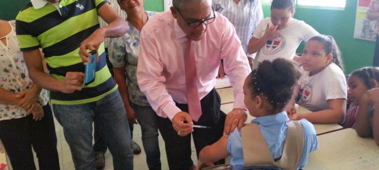 Salud Pública vacuna niñas virus del Papiloma Humano en centros educativo