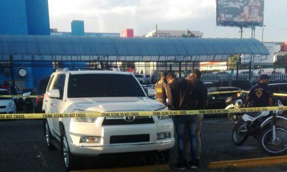 Hombre mató mujer dejó yipeta abandonada en centro comercial