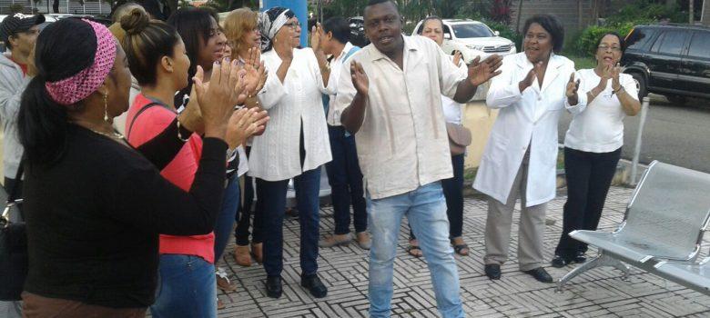 Paralizan por 48 horas hospital IDSS de Santiago