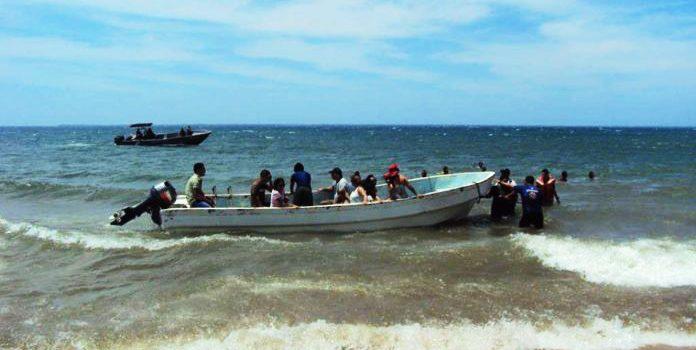 Niña pierde la vida en choque de lanchas Bahía de Las Águilas