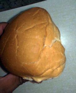 Investigan suplidor por gusanos en pan desayuno escolar