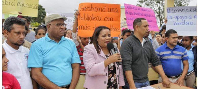 Comunitarios en Bonao reclaman educación pague salarios a directora