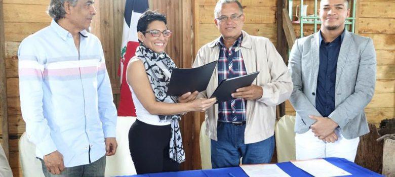 Entidades acuerdan acciones para fomentar liderazgo comunitario en Moca