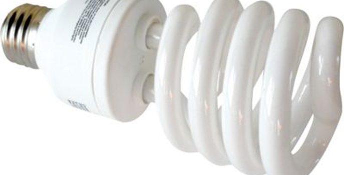 Solicita a Aduanas prohibir importación de bombillas fluorescentes