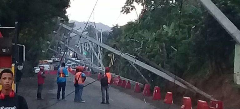 Derrumbe impide tránsito carretera Navarrete-Puerto Plata