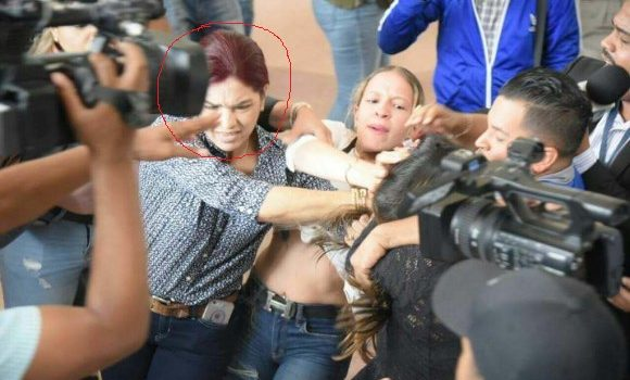 Ratifican prisión preventiva acusada agredir periodista