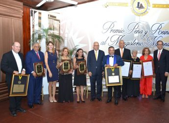 Ateneo Amantes de la Luz entrega reconocimientos