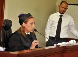Suspenden juicio caso Emely Peguero
