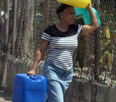 Quejas por falta de agua en Santiago