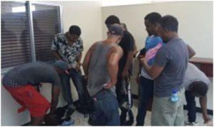 Policía haitiana entrega dominicanos viajarían de polizones
