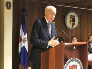 Exvicepresidente pone en circulación libro sobre derecho laboral