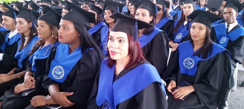 UAPA celebra graduación en Santiago