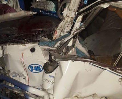 Dos muertos y varios heridos choque minibús y patana en Yaguate