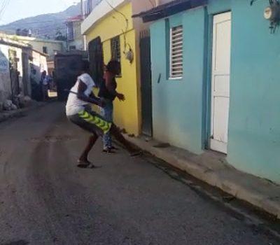 Joven agrede a palos a su madre en barrio de Puerto Plata