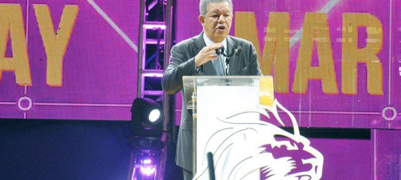 Leonel dice busca devolver decencia y dignidad al país
