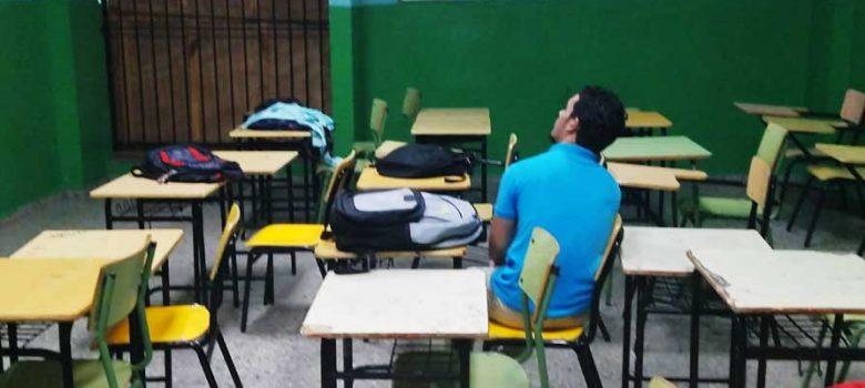 Pocos estudiantes en reinicio de año escolar en Santiago