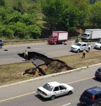Se hunde un tramo de la autopista Duarte