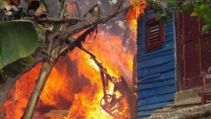 Hombre prende fuego a casa de su concubina en Montecristi