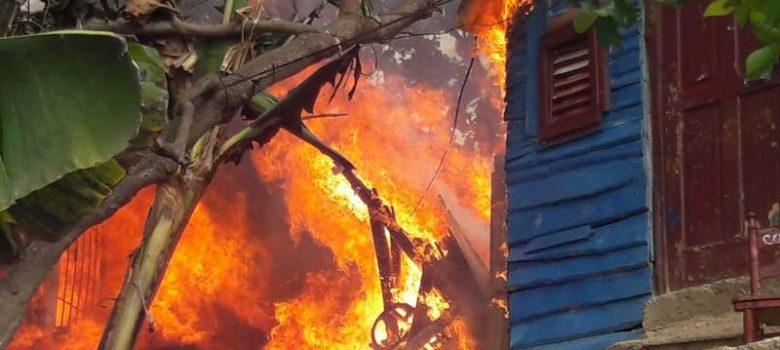 Fuego destruye siete viviendas en el Mella I