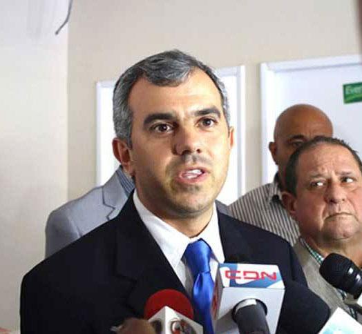 Iván Hernández Guzmán critica legisladores que no hacen nada por Santiago
