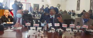 acusan alcalde de racista y opresor